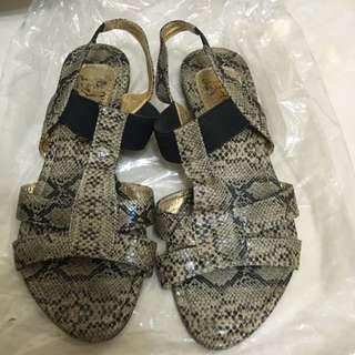 仿蛇皮涼鞋