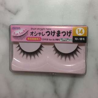 🚨 False lashes