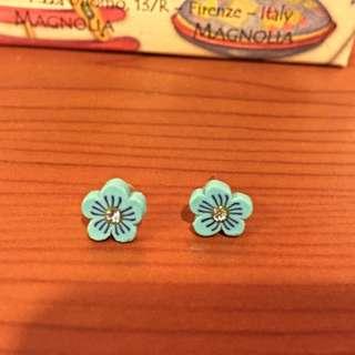 全新藍色小花耳針式耳環(不含運)