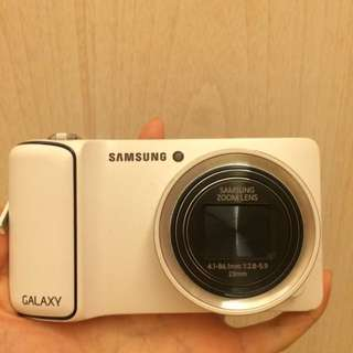 samsung galaxy camera (white), super good condition, no crack,get free 2g memory card, camera with wifi and application, user friendly, often used