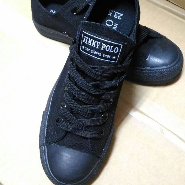 黑色帆布鞋