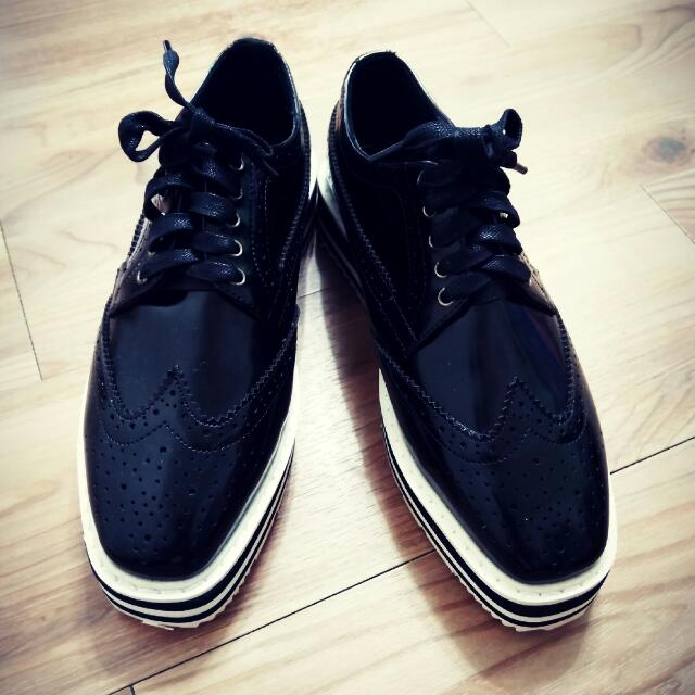 全新 黑色厚底方頭漆皮鞋(38)