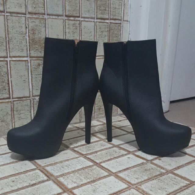 Ruby Boots - Anastasia