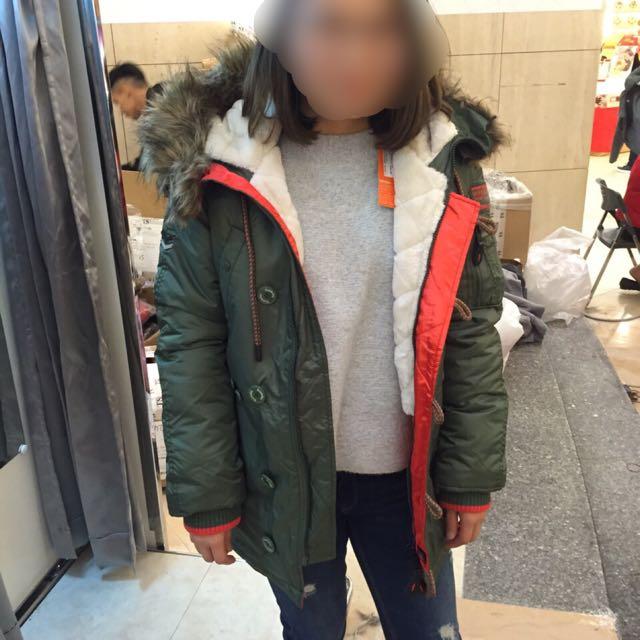 近全新。Superdry 軍綠保暖機能外套。不換物