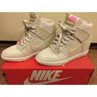 Nike 內增高鞋