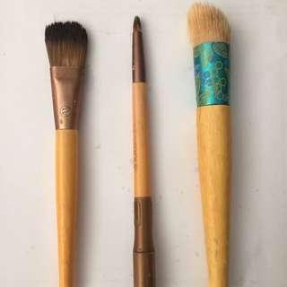 Make Up Brushes.