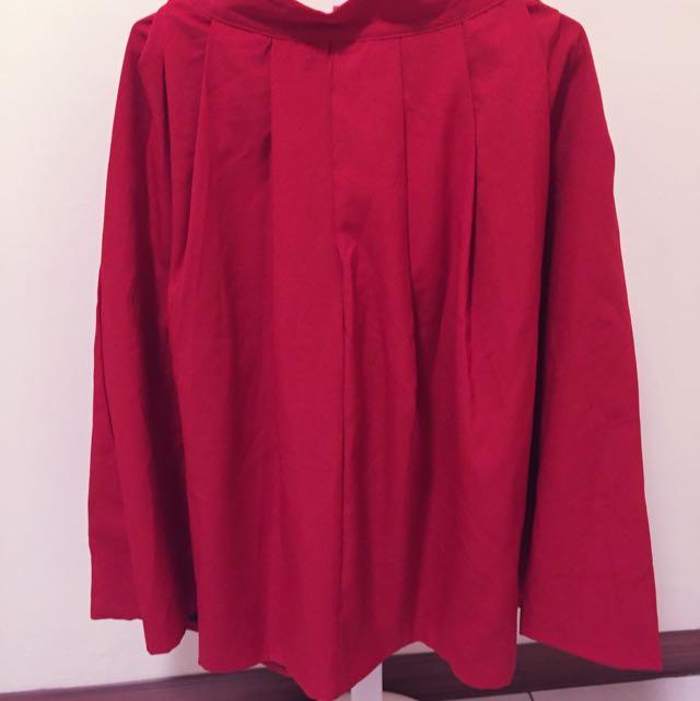紅色寬摺長裙