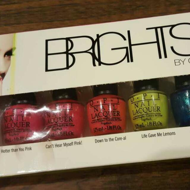 O.P.I mini nail lacquer pack (6 colours)