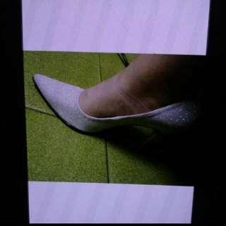 9.98成新 超夯銀蔥尖頭高跟鞋