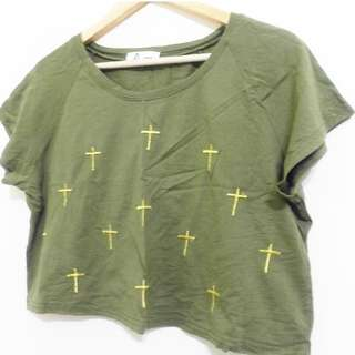寬版十字架好搭短上衣