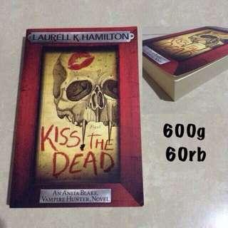 [SECONDHAND] Laurell Hamilton - Kiss The Dead (Anita Blake Vampire Hunter #21)