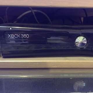 Xbox360 250G(內含20款下載遊戲)+21片遊戲+kenect體感遊戲