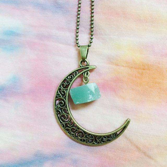 月亮湖水綠石項鍊