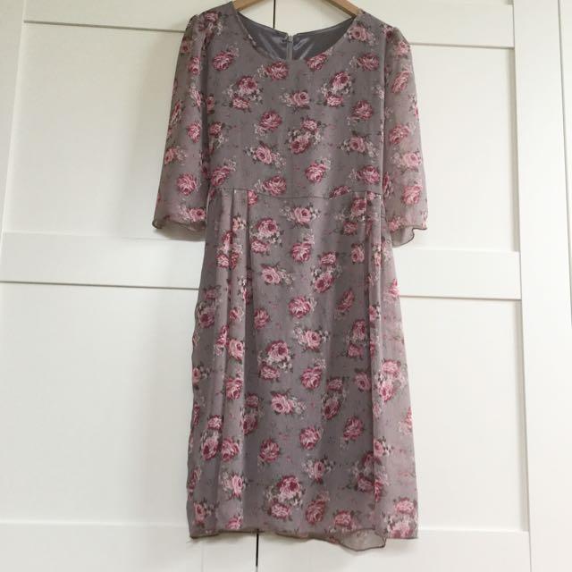 (已售出)歐洲風玫瑰印花雪紡五分袖短洋