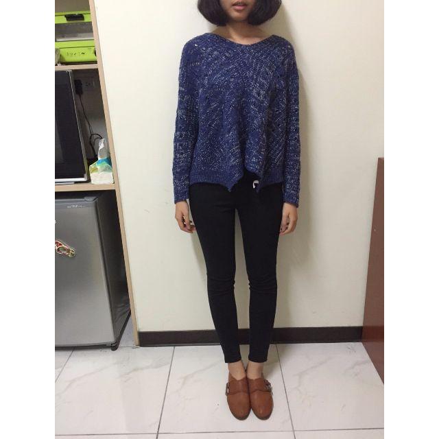 藍白混色針織上衣 + UQ黑色窄褲