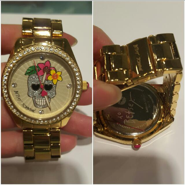 BNIB Betsey Johnson gold watch 10/10. Comes with the box. Plastic is still on the front and back.