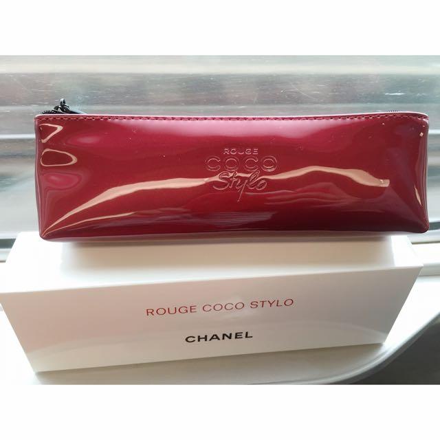 全新CHANEL 紅色漆皮筆袋(贈品)
