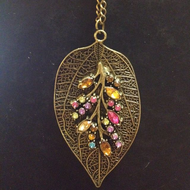 Leaf necklace with colourful jewelled bits