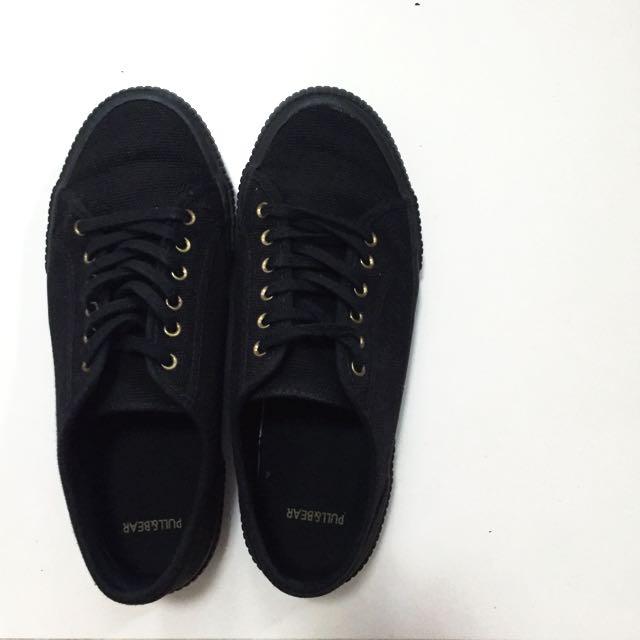 9216f35688f7 Pull   Bear Black Sneakers