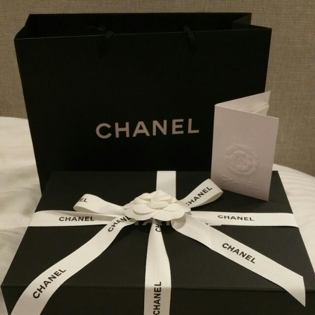 8a3cefc64bfd9a Chanel Paper Bag Ribbon Box Flower $10, Luxury on Carousell