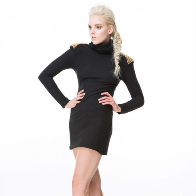 Shoulder Press Dress In Black