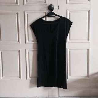 UNIQLO black tee dress