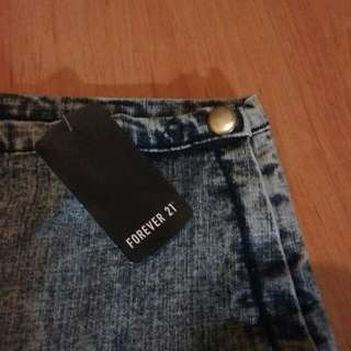 { PENDING, meeting Tmr } (PLUS SIZED) BNWT F21 Acid Washed Denim Grey High Waist Shorts (HWS)