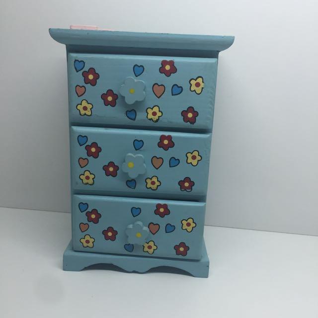 Minature chest of drawers!