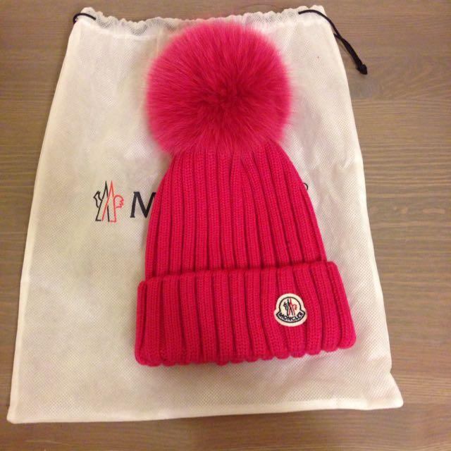Moncler 粉色毛帽