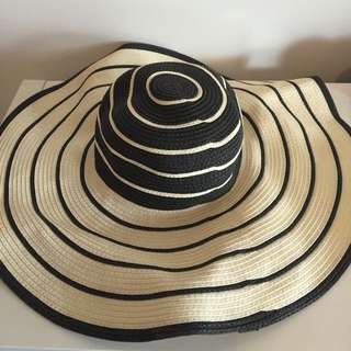 FRENCH CONNECTION Wide Brim Floppy Hat