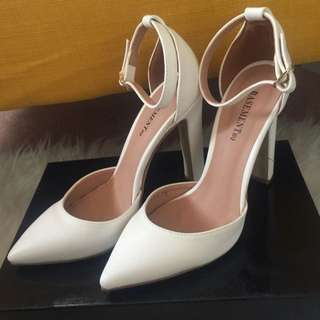 Basement HQ Classic Pointed Heels