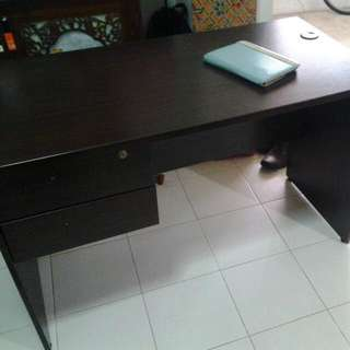 Study Table, Wish To Clear Out For Space.  Condition 8.5/10. Plz Arrange Own Transport.