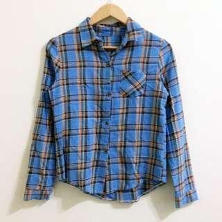淺藍格紋單口袋襯衫