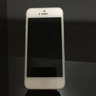 iphone5 白 32G 二手(已預定 勿再來信)