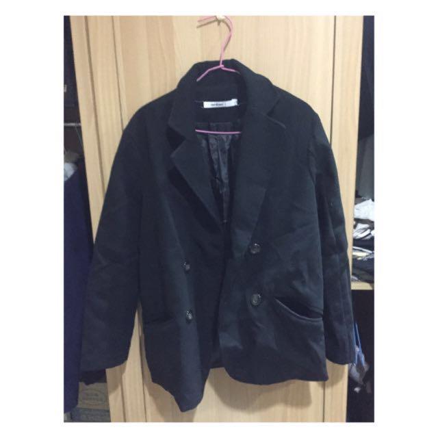 黑色毛呢外套