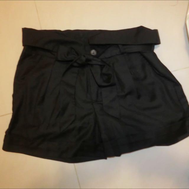 黑色綁帶蝴蝶結短褲