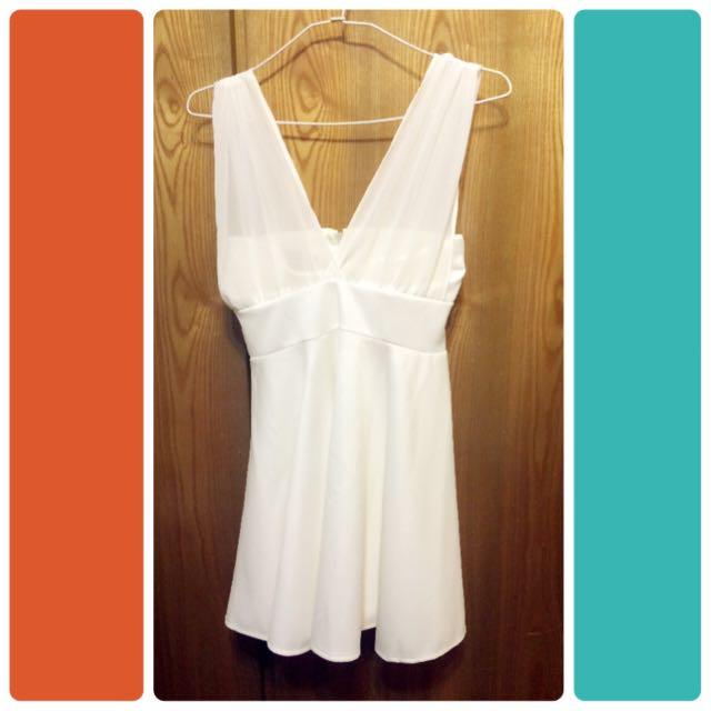 後綁蝴蝶結白洋裝
