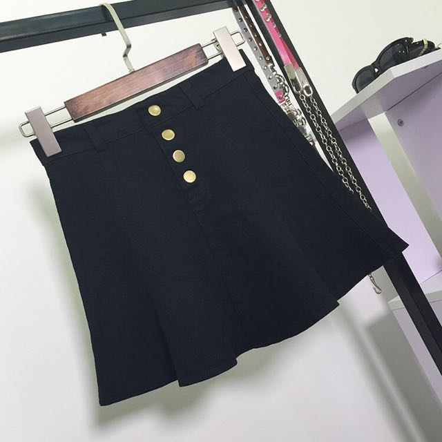 黑色A字波浪邊短裙