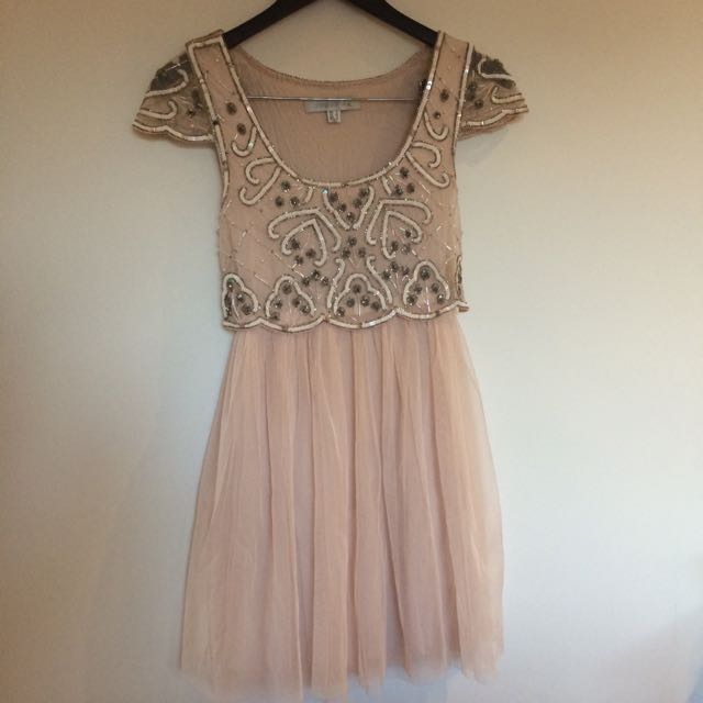 PENDING Size 6 Forever New Blush Dress