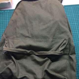 MUJI 無印良品帆布後背包 側拉鍊 軍綠