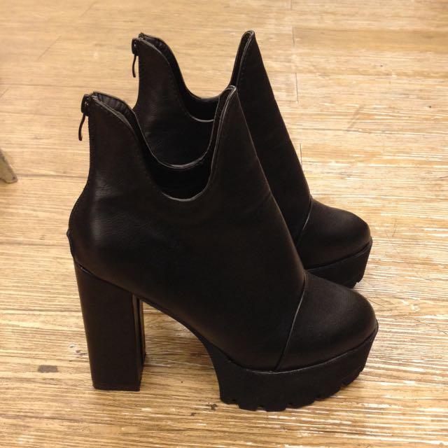 韓版厚底粗跟短靴。