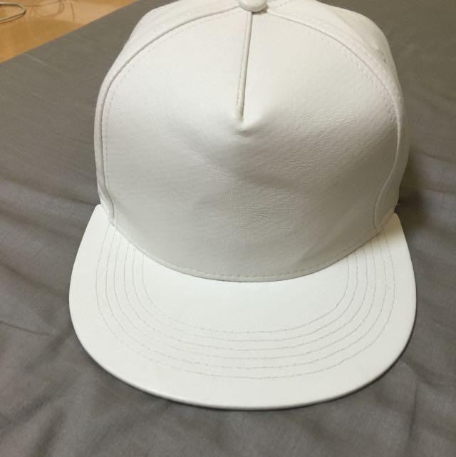 白色皮革帽