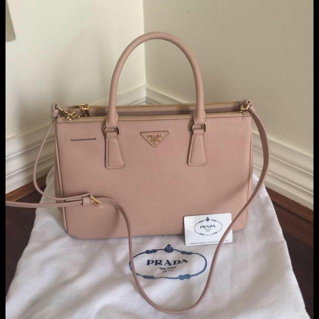 Like New AAA+ Prada Hand Bag Rrp$500