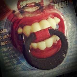 美國Billy Bob搞怪安撫奶嘴-拇指型👿 吸血鬼寶寶造型嘴嘴 👶