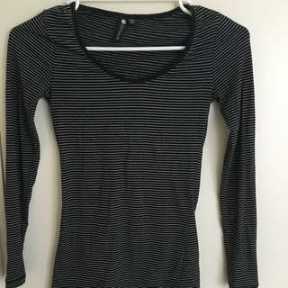 Cotton On long sleeve. Size 6. Worn once.