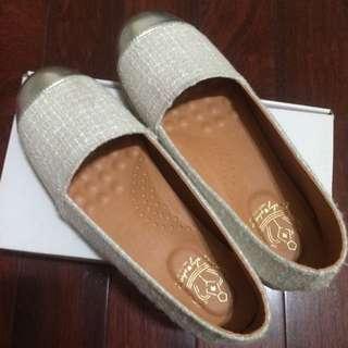 米白色草編休閒鞋
