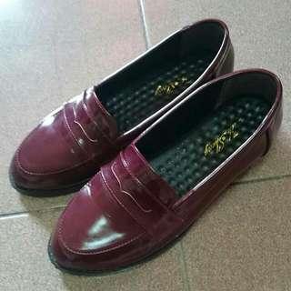 酒紅色皮鞋