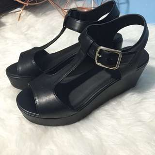 Verali Black Flatforms