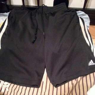 (已售出)Adidas運動短褲