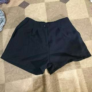 黑色棉麻質短褲